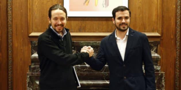 Imagen de archivo del líder de Podemos, Pablo Iglesias (izq), y de IU, Alberto Garzón (der).