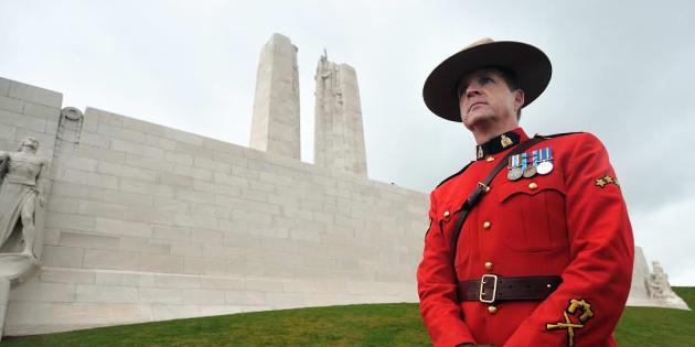 Un caporal de l'armée canadienne à Vimy, le 9 avril 2012.