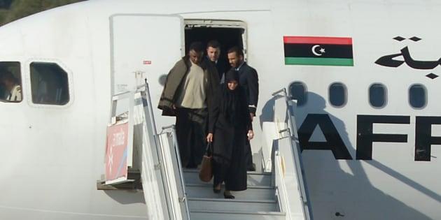 Un groupe d'otages libérés de l'A320 détourné à Malte vendredi 23 décembre par des pirates de l'air libyens.