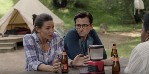 Jennifer Garner e David Tennant são os protagonistas da série que estreia em outubro na HBO.