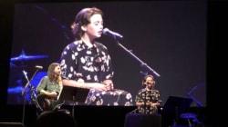 Dave Grohl fait monter sa fille Violet sur scène pour un duo très