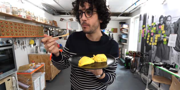 """""""Alex French Guy Cooking"""" a réussi l'impossible: reproduire l'omelette du grand chef Jacques Pépin, et obtenir ses félicitations"""