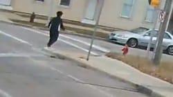 Elle arrête son bus en pleine rue pour sauver un
