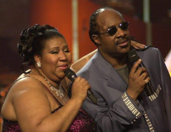 Smokey Robinson, Stevie Wonder honor Aretha Franklin