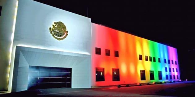 MÉXICO AVANZA EN DERECHOS A PAREJAS HOMOSEXUALES