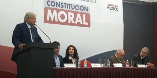 Fue desde el 20 de febrero pasado cuando AMLO habló por primera vez de la Constitución Moral, un documento que tendrá como núcleo el respeto por nosotros mismos.