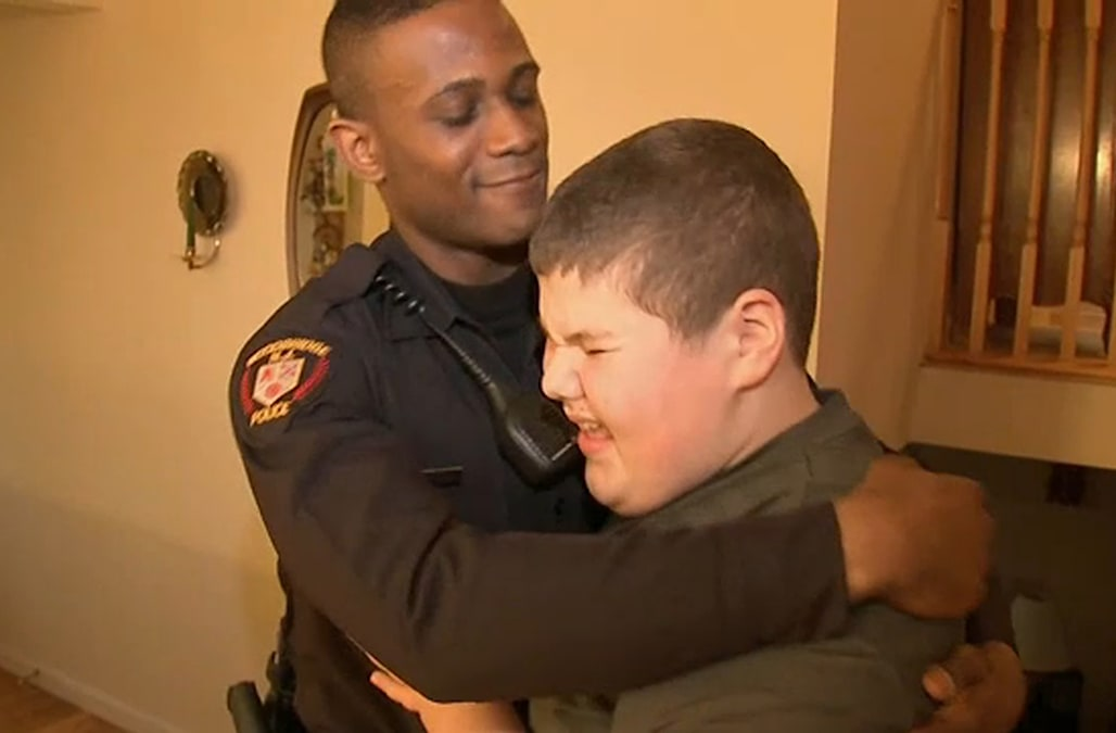 Police officer saves the day after boy with autism calls 911 over