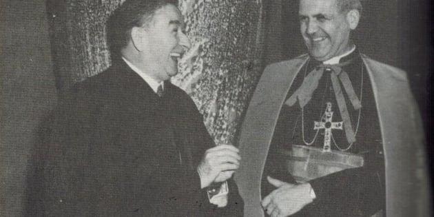La croix au Salon bleu: l'emblème de l'appareil de répression mis en place par Duplessis et le clergé catholique dont le cardinal Paul-Émile Léger.
