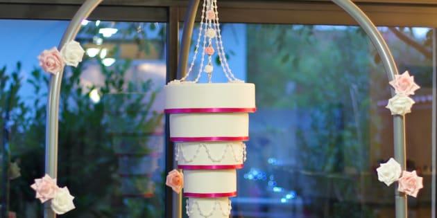 Ces gâteaux suspendus pour décorer votre mariage sont renversants
