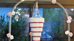 Ces gâteaux de mariage suspendus sont