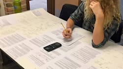 Ce prof a autorisé ses élèves à apporter une fiche de révision pour un contrôle, il a oublié un petit