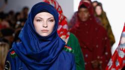 Diseñadores muestran la belleza del hijab en la Semana de la Moda de