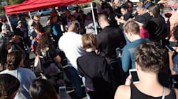 Las Vegas Residents Line Up For Hours To Donate Blood To Shooting