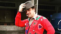 Hopper, de 'Stranger Things', usó un suéter navideño y se convirtió en un