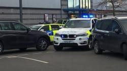 Fin de la prise d'otages dans un bowling en Angleterre, la police exclut la piste