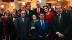¿Qué hace la reina Letizia con el equipo de la película