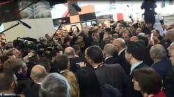 Emmanuel Macron sifflé par des agriculteurs en