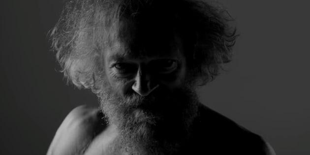 """Vincent Cassel dans le clip """"Cheveux Blancs"""" de Black M"""
