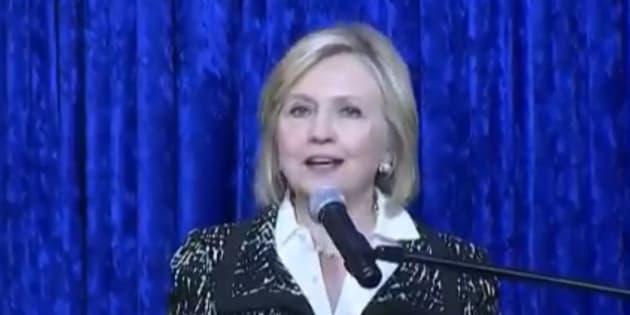 """Hillary Clinton, visée par un colis suspect, a évoqué """"une période troublante"""" lors d'un meeting de campagne en Floride ce mercredi 24 octobre."""