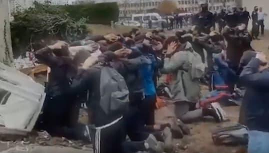 Ces images d'arrestations de jeunes en France