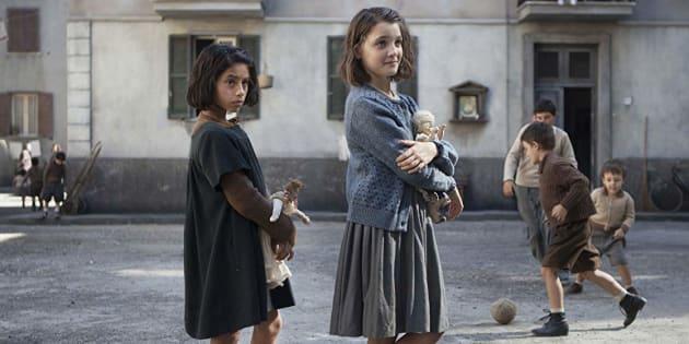 Produção conta a história de duas amigas da periferia de Nápoles, Lenù (apelido de Elena) e Lila, escrita pela primeira após o súbito desaparecimento da segunda.