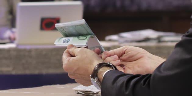 Val d'Aosta: trovati 25mila euro in ufficio del presidente di Regione