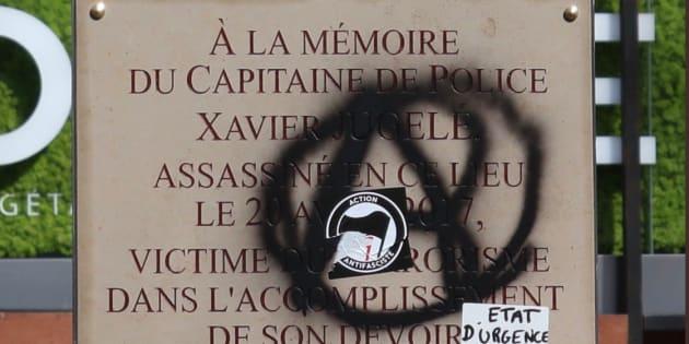 Gilets jaunes: la plaque dédiée au policier Xavier Jugelé dégradée
