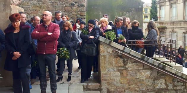 Trèbes: il n'y avait pas assez de place dans l'église pour accueillir toutes les personnes venues se recueillir après les attentats