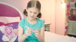Por qué esta niña abrió un juguete nuevo y se encontró una prueba de