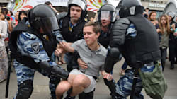 Russian Police Brutalize Protesters During Anti-Kremlin