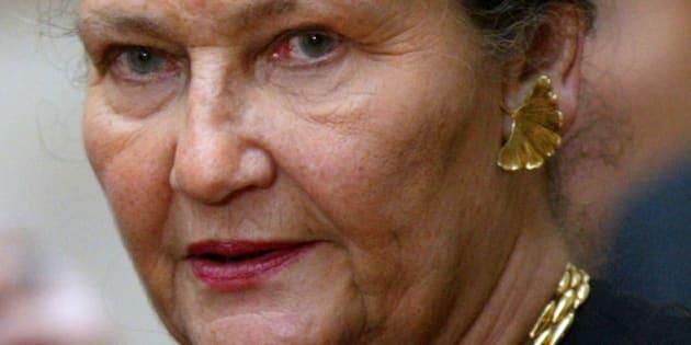 La membre du Conseil constitutionnel Simone Veil prenant part à une cérémonie au Palais de l'Elysée, le 10 mars 2004.