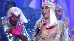 Cher triunfa en los premios Billboard con el mismo 'look' de hace 28