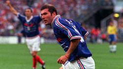 Un maillot de Zidane pendant France-Brésil en 98 retiré d'une vente aux enchères après des doutes sur son