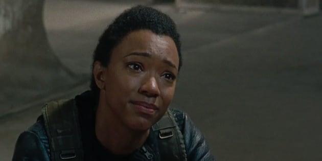 """""""The Walking Dead"""" saison 7 épisode 14 : Jesus, Maggie, Daryl, Sasha et Rosita se livrent à cœur ouvert."""