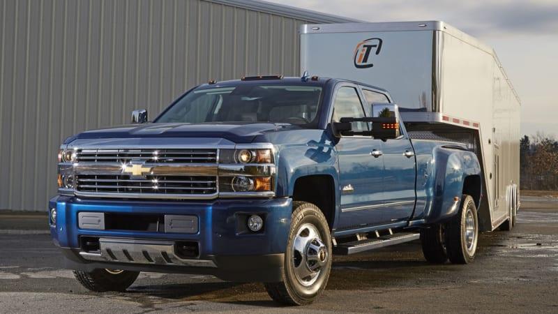 Chevy Silverado tows the line with trailering camera ...