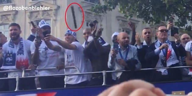 Les Bleus visés par un projectile lors de la parade sur les Champs Elysées