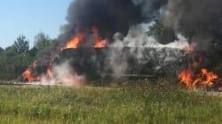 Un poids lourd est la proie des flammes sur l'autoroute