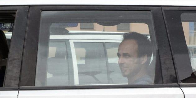 Francesco Arcuri, expareja de Juana Rivas, en la parte trasera del coche, el pasado mes de agosto.