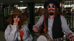 Christina Aguilera pousse la chansonnette incognito dans le métro