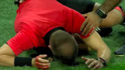 Un arbitre en sang évacué d'un match de Ligue