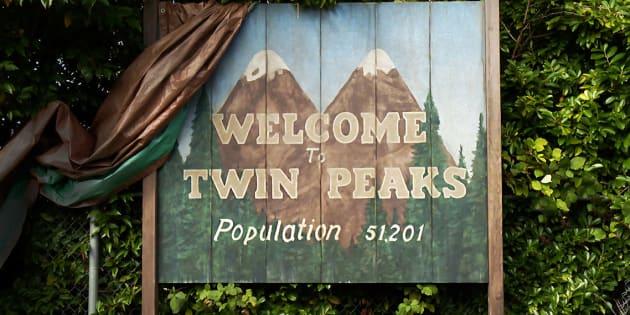 Le panneau d'entrée dans la ville de Twin Peaks.