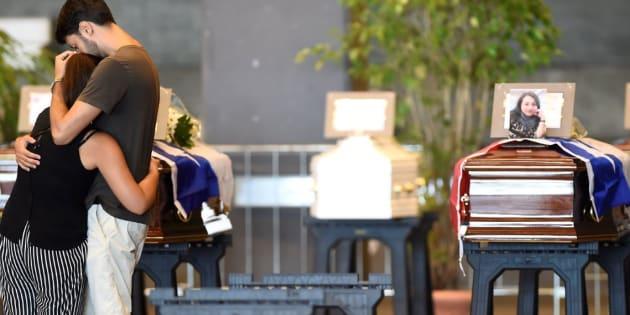 Funerali di Genova, 20 No allo Stato