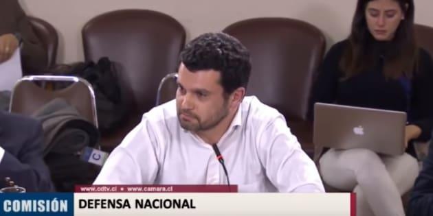 El profesor Jaime Bassa, doctor en Derecho, responde a los diputados que le increparon por no usar corbata ni saco.