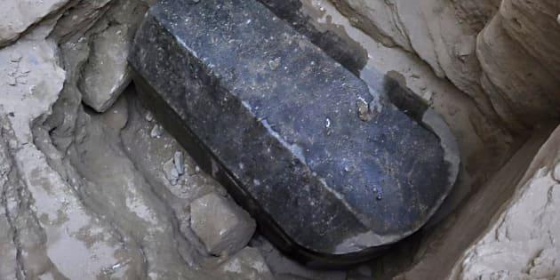 In Egitto sta per essere aperto un sarcofago chiuso da millenni (e per molti è una cattiva idea)