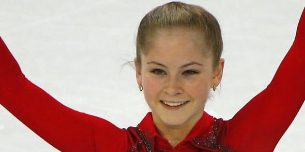 ソチ五輪の競技で滑走後、ポーズを決めるリプニツカヤ選手=2014年2月9日