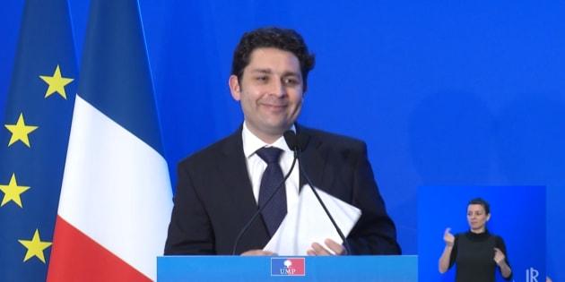Elu parisien et sourd de naissance, Frédéric Bouscarle avait fondé Handipop au sein de l'UMP pour promouvoir l'insertion des personnes en situation de handicapées.