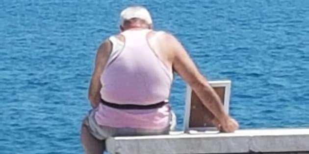 El dueño de un negocio cercano a la playa de Gaeta, Italia, tomó esta fotografía y descubrió una gran historia de amor