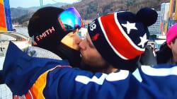 Le bisou en direct entre cet athlète et son petit ami vaut bien plus que la médaille qu'il n'a pas