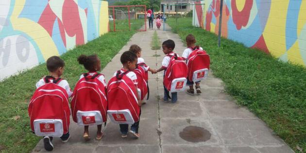 A Secretaria Municipal de Educação de Jequié divulgou uma nota de esclarecimento explicando as mochilas.
