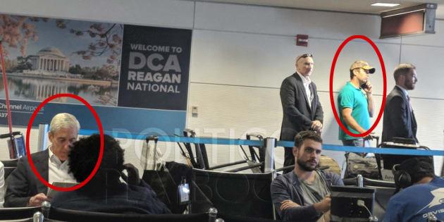 Cette photo de Donald Trump Jr coincé à l'aéroport à côté du procureur sur l'enquête russe a fait bien rire les Américains